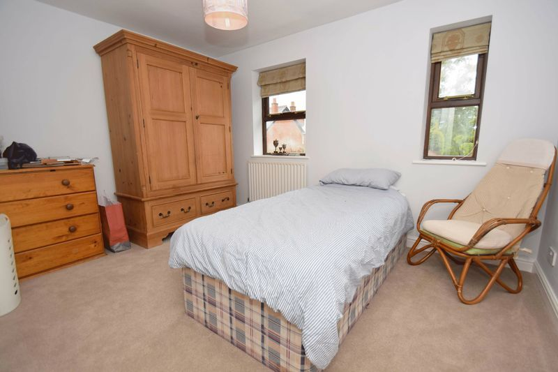 4 bed house for sale in Cathcart Road 11