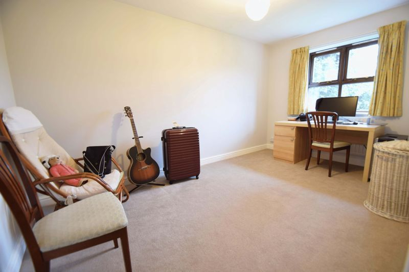 4 bed house for sale in Cathcart Road 12