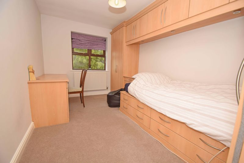 4 bed house for sale in Cathcart Road 13