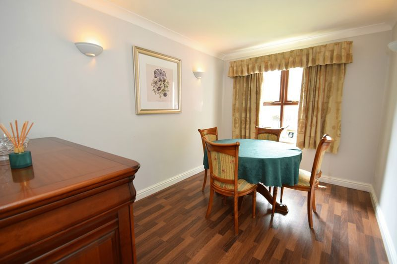 4 bed house for sale in Cathcart Road 5