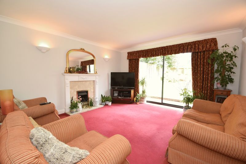 4 bed house for sale in Cathcart Road 6