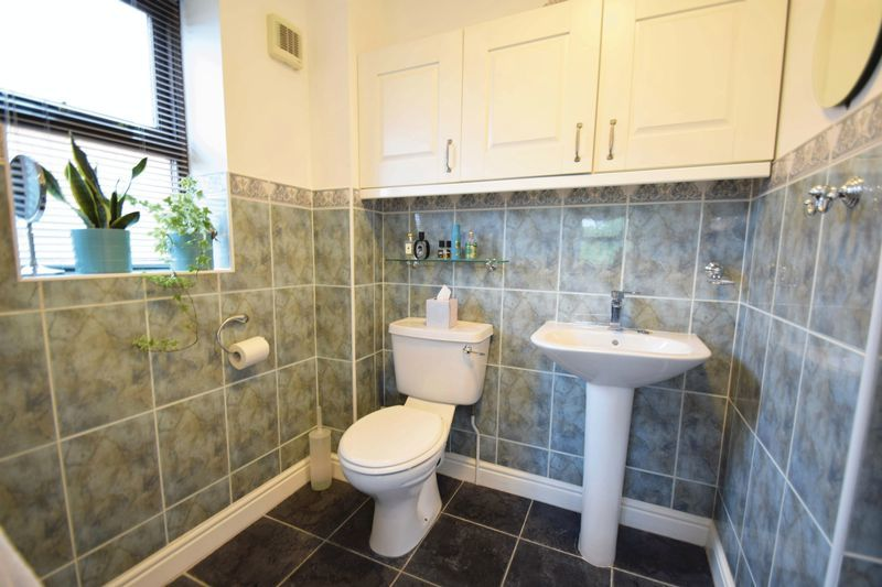 4 bed house for sale in Cathcart Road 9
