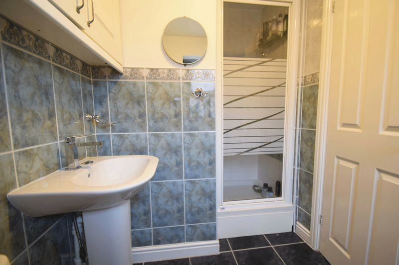 4 bed house for sale in Cathcart Road 10