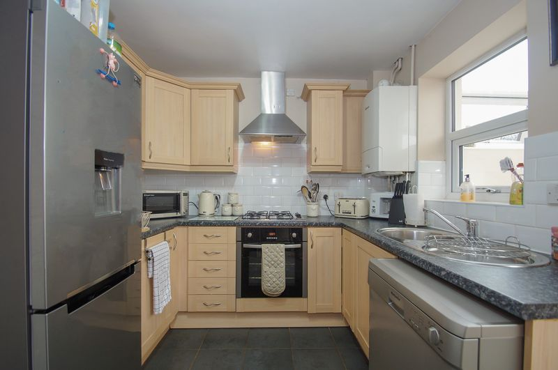2 bed house for sale in Perryfields Close 6