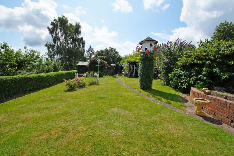 2 bed bungalow for sale in Millfield Road 11