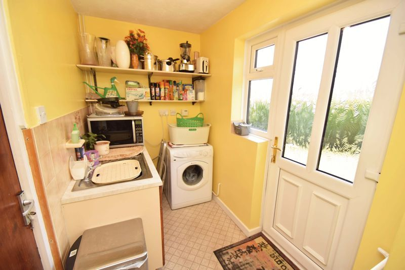 4 bed house for sale in Cornwell Close  - Property Image 11