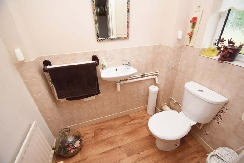 4 bed house for sale in Cornwell Close 12