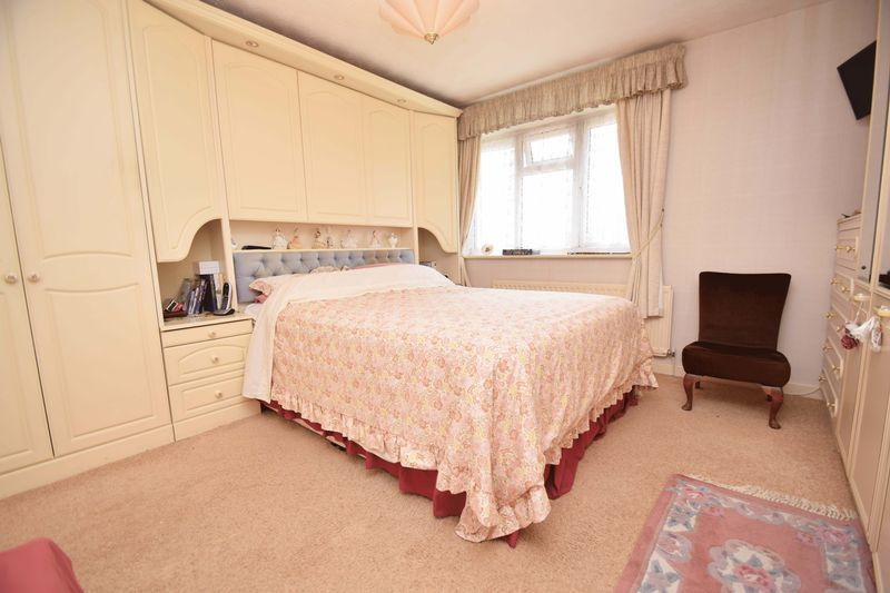 4 bed house for sale in Cornwell Close 13