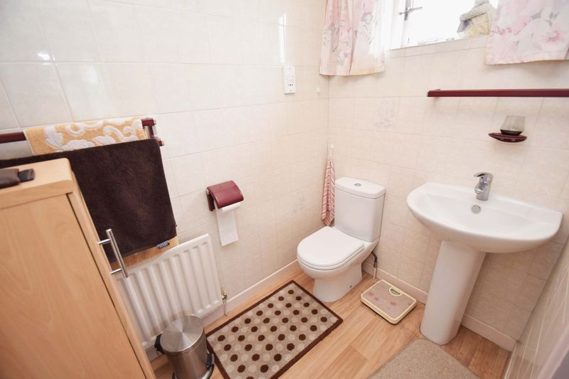 4 bed house for sale in Cornwell Close 14