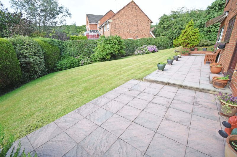 4 bed house for sale in Cornwell Close 20