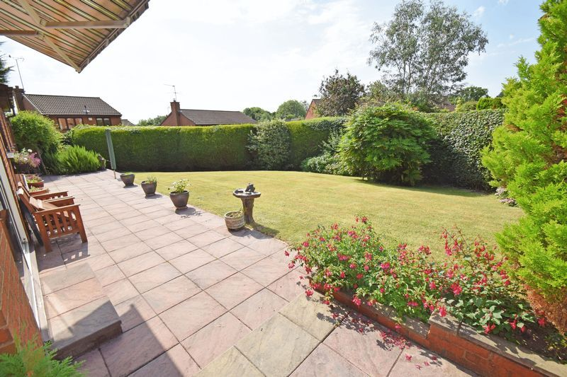 4 bed house for sale in Cornwell Close 3