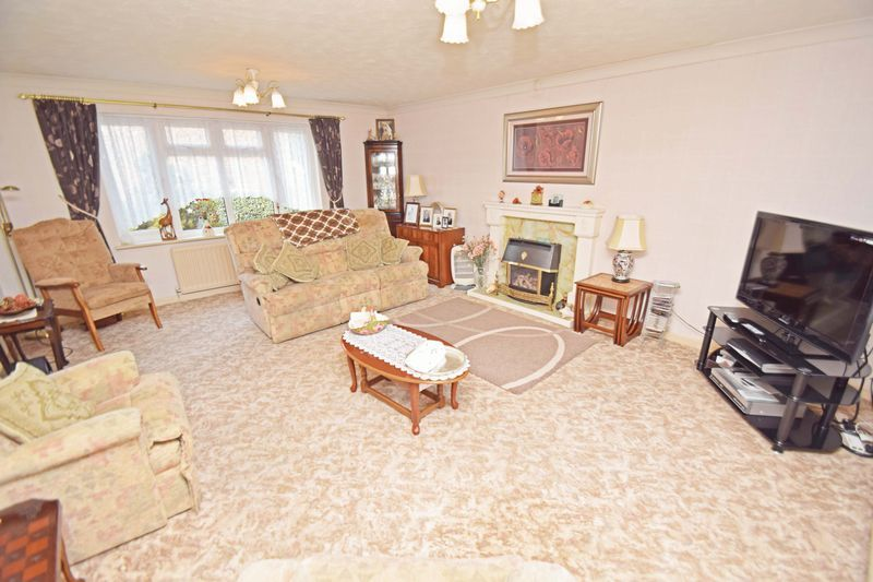 4 bed house for sale in Cornwell Close  - Property Image 4