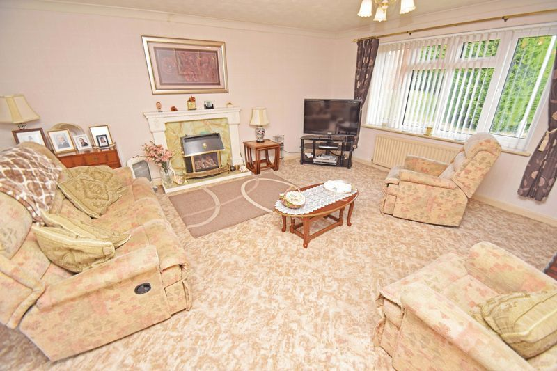 4 bed house for sale in Cornwell Close 6