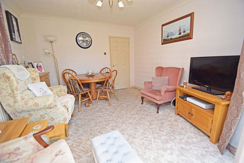 4 bed house for sale in Cornwell Close 7