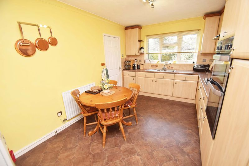 4 bed house for sale in Cornwell Close  - Property Image 9