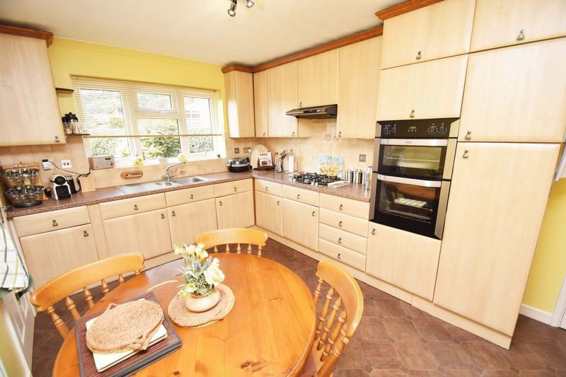 4 bed house for sale in Cornwell Close  - Property Image 10