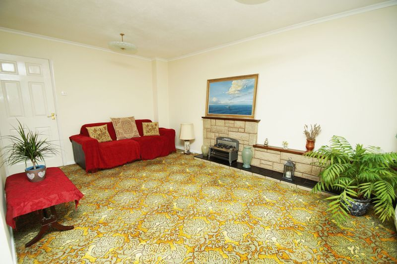 2 bed bungalow for sale in Manor Court Road  - Property Image 2