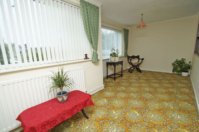 2 bed bungalow for sale in Manor Court Road  - Property Image 4