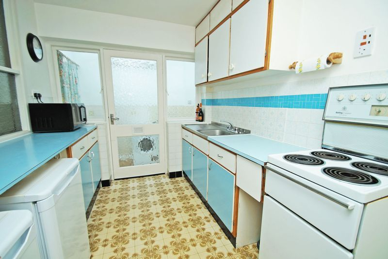 2 bed bungalow for sale in Manor Court Road 5