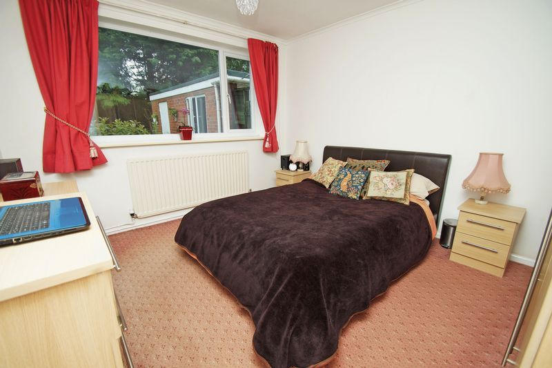 2 bed bungalow for sale in Manor Court Road 7