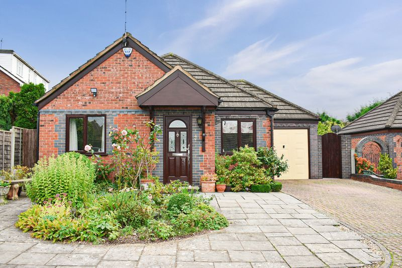2 bed bungalow for sale in The Brambles 1