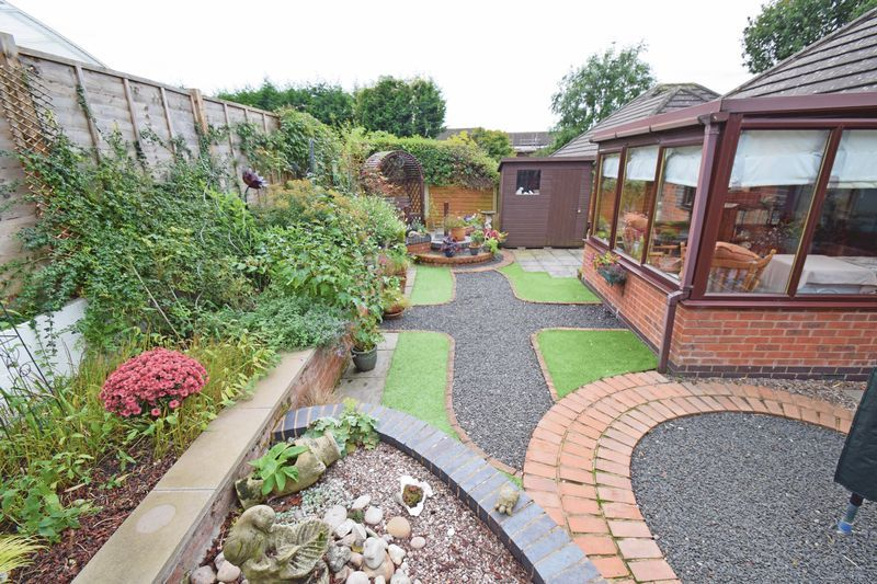 2 bed bungalow for sale in The Brambles  - Property Image 11