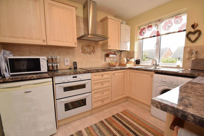 2 bed bungalow for sale in The Brambles  - Property Image 4