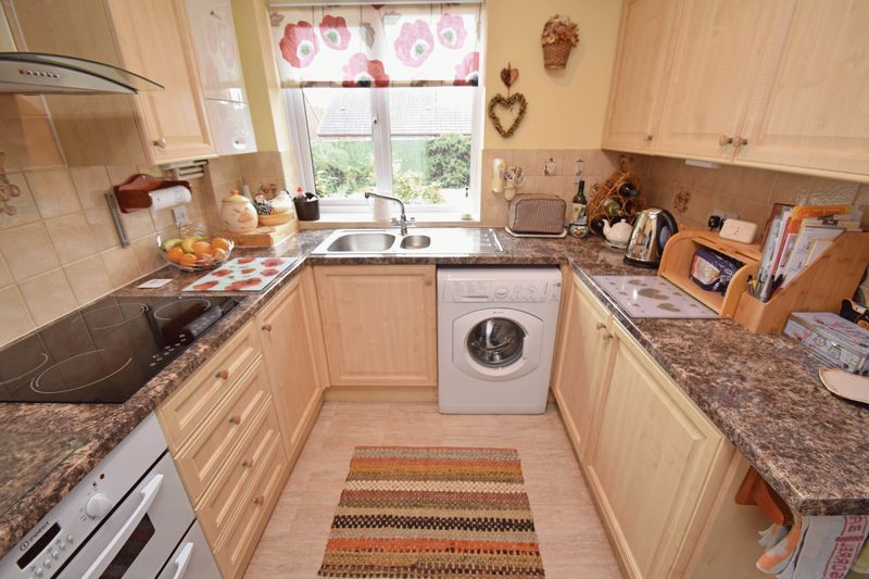 2 bed bungalow for sale in The Brambles 5