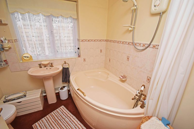 2 bed bungalow for sale in The Brambles  - Property Image 7