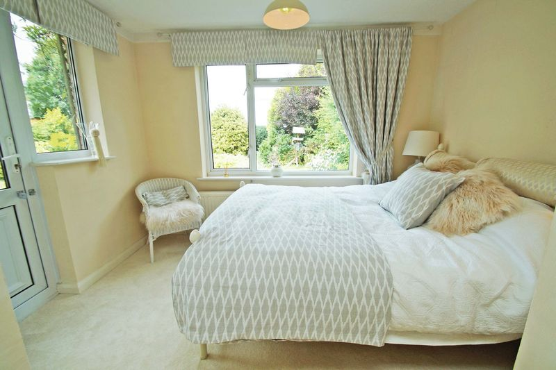 3 bed bungalow for sale in Love Lane 11