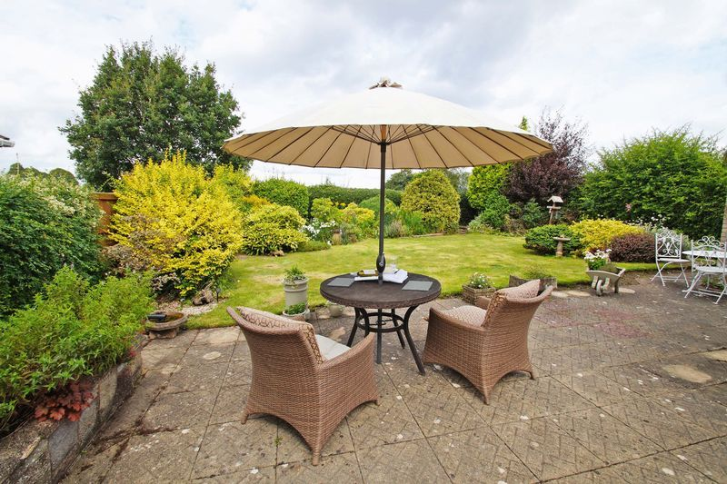 3 bed bungalow for sale in Love Lane 18