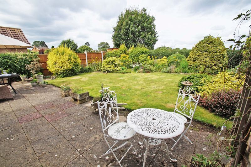 3 bed bungalow for sale in Love Lane 19