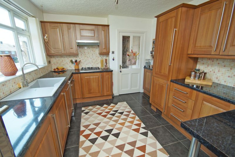 2 bed bungalow for sale in Tennyson Road 6