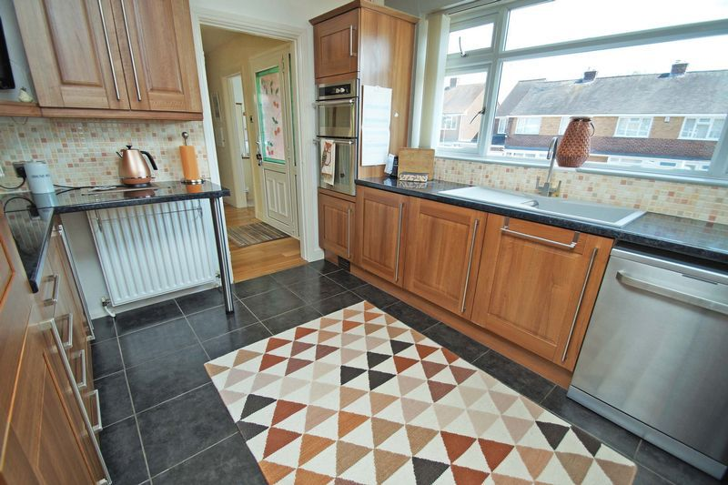2 bed bungalow for sale in Tennyson Road  - Property Image 7