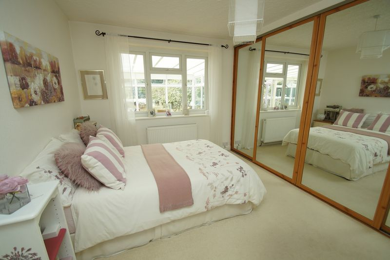 2 bed bungalow for sale in Tennyson Road 8