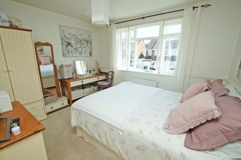 2 bed bungalow for sale in Tennyson Road 9