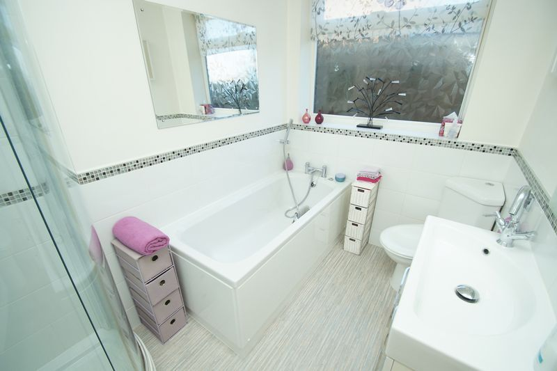 2 bed bungalow for sale in Tennyson Road 10