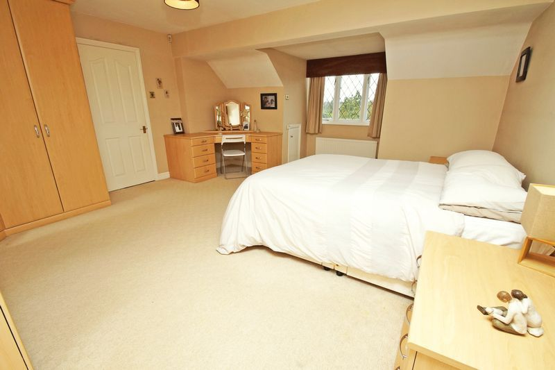 4 bed house for sale in Stuarts Green 9