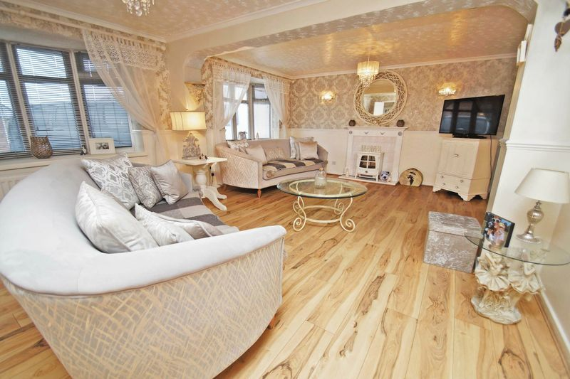5 bed house for sale in Barbrook Drive 2