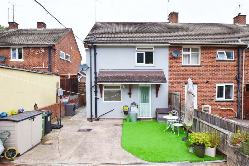 2 bed house for sale in Throckmorton Road  - Property Image 12