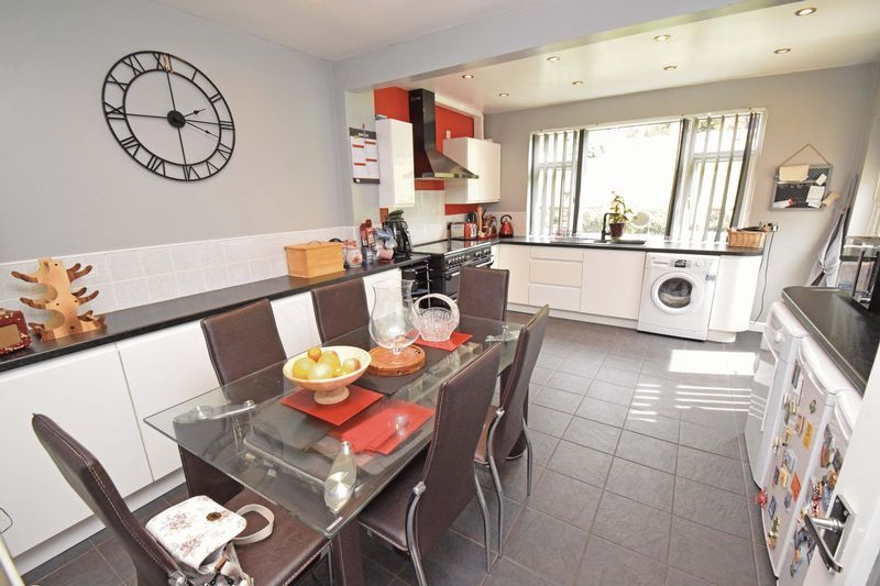 2 bed bungalow for sale in Gauden Road  - Property Image 2