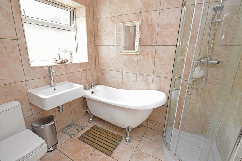 2 bed bungalow for sale in Gauden Road  - Property Image 7