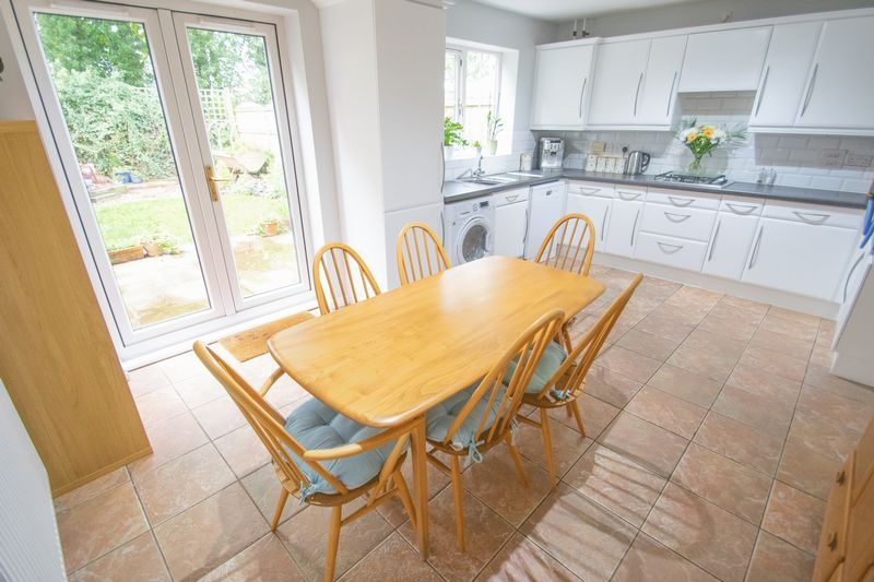 4 bed house for sale in Mallow Drive 5