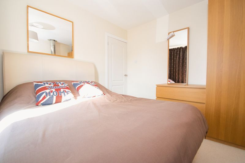 3 bed house for sale in Stamford Road 9
