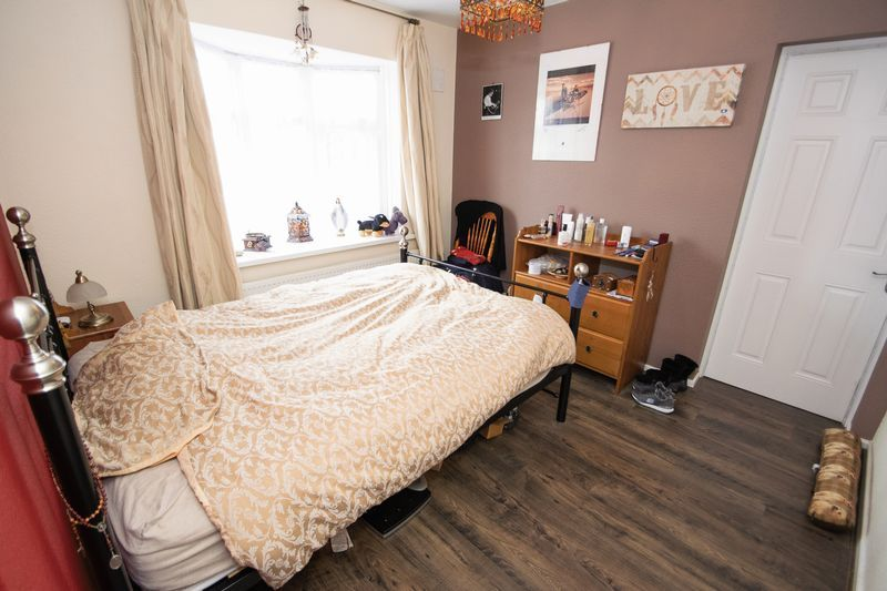 2 bed bungalow for sale in Apperley Way 5