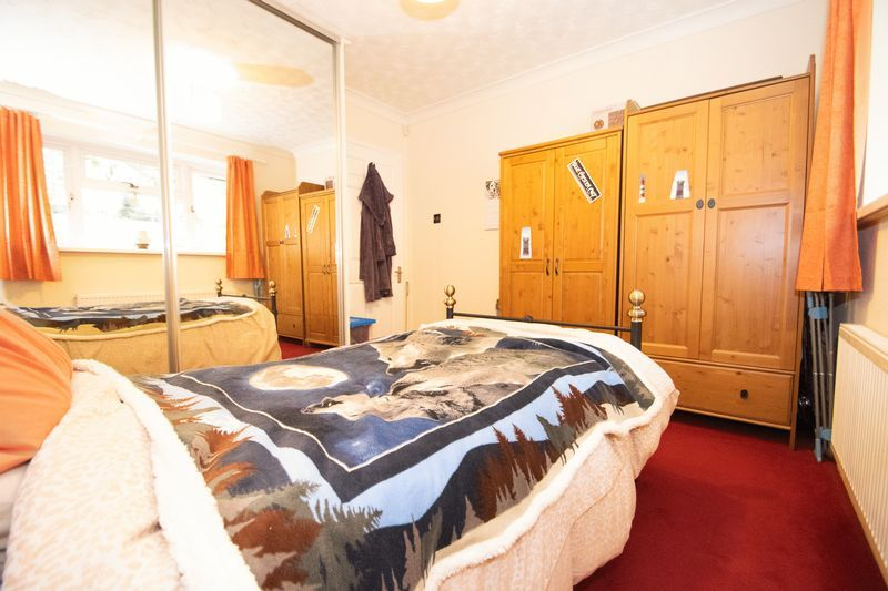 2 bed bungalow for sale in Apperley Way 7