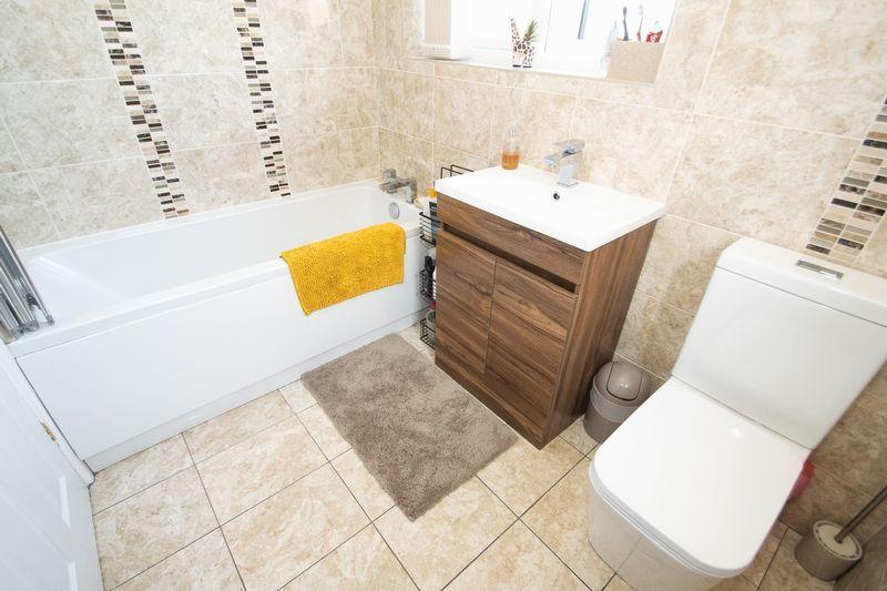 3 bed house for sale in County Park Avenue 16