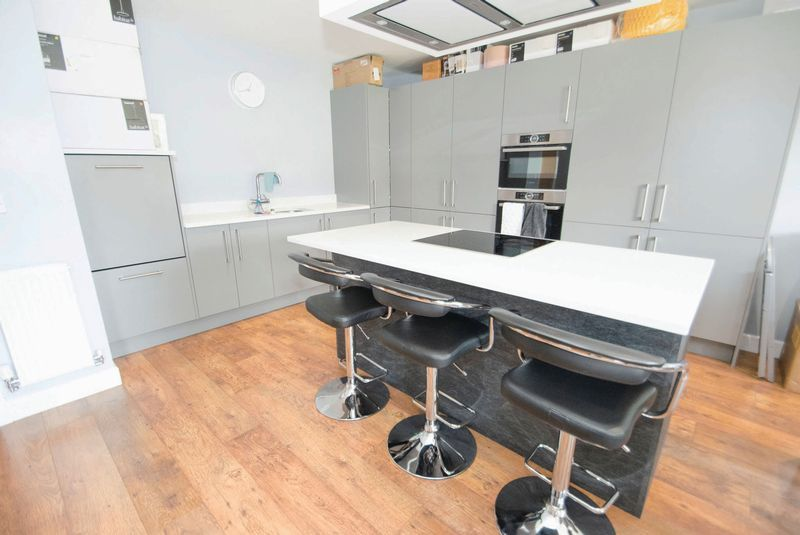 3 bed house for sale in Oldbury Road  - Property Image 5