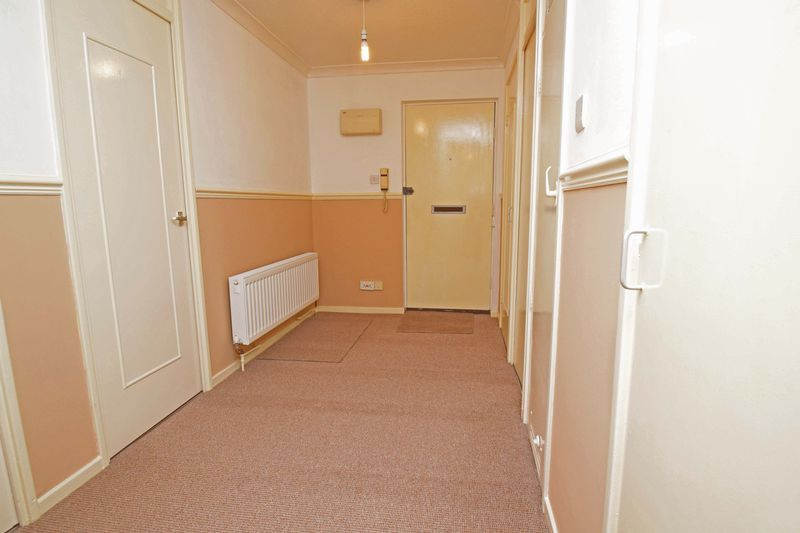 2 bed flat for sale in Lingen Close  - Property Image 11