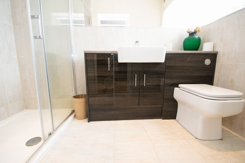 3 bed house for sale in Kent Road 9